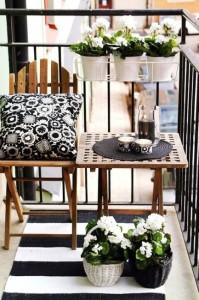 balcon mic apartament decor alb negru