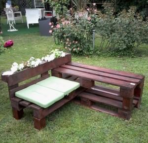 bancuta pentru gradina confectionata din paleti de lemn reciclati