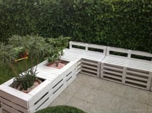 bancuta si jardiniere confectionate din paleti de lemn reciclati