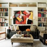 biblioteca pentru carti proiectata pe peretele din spatele canapelei living mic