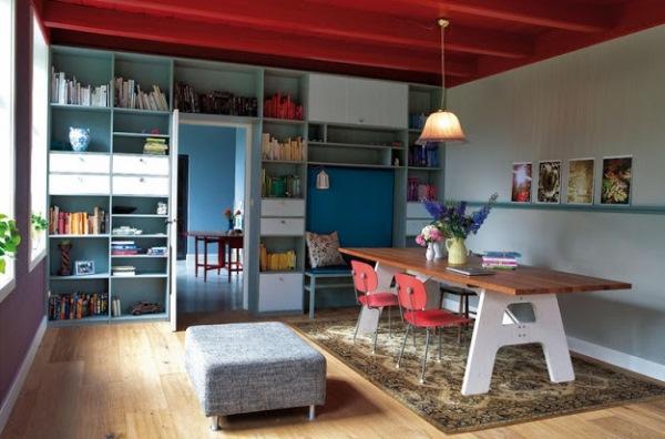birou amenajat intr-un fost grajd transformat in casa