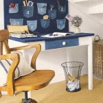 birou de lucru tapitat cu bucati de blugi vechi cu buzunare pentru depozitarea uneltelor