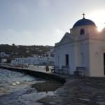 biserica ortodoxa chiar pe malul marii insula Mykonos