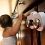 blocare usi dulapuri bucatarie siguranta copii