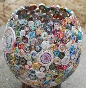 bol decorativ handmade din rulouri de reviste reciclate
