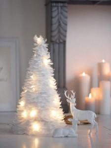 brad alb din fulgi albi amenajari si decoratiuni craciun in stil scandinav