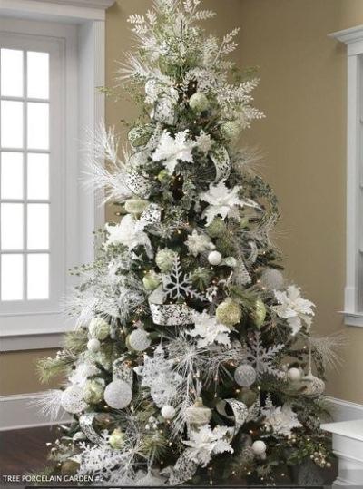 brad ornat argintiu alb