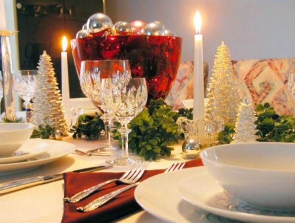 braduti decorativi aranjament masa festiva craciun