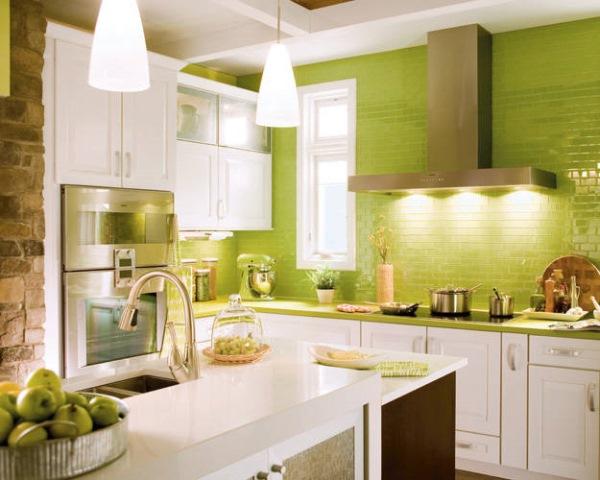 bucatarie mica decorata in verde si alb