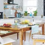 bucatarie moderna alba cu accente rustice dupa transformare