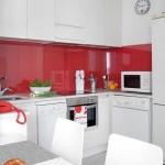 bucatarie moderna amenajata alb rosu