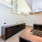 bucatarie moderna biserica transformata in casa
