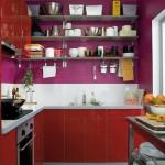 bucatarie moderna culoare rosie rafturi decorative
