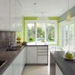 bucatarie moderna ingusta mobila culoare alba