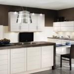 bucatarie moderna minimalista pereti maro mobila alba