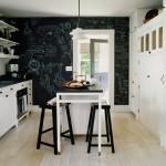 bucatarie stil scandinav perete decorat cu vopsea cu efect de tabla de scris