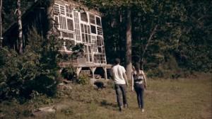 cabana de lemn din ferestre reciclate virginia de vest