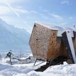 Cabana din lemn cu design extraterestru – IMAGINI