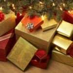 cadouri impachetate sub pomul de craciun