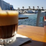 cafenea in Mica Venetie cu vedere spre morile de vant Mykonos