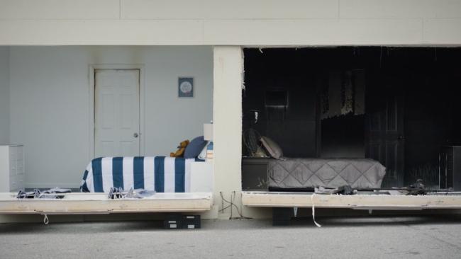 camera cu usa deschisa si camera cu usa inchisa in timpul incendiului