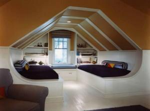 camera de relaxare amenajata in mansarda casei