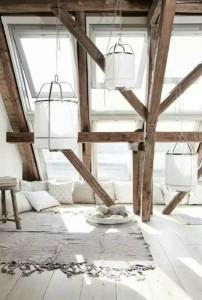 camera de relaxare intr-o mansarda amenajata in stil scandinav