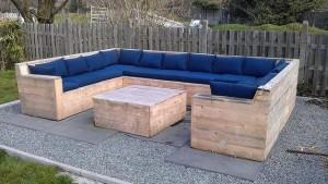 canapea mare de exterior pentru gradina sau terasa din paleti de lemn reciclati