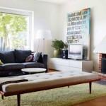 canapea neagra interior sufragerie moderna perete placat cu caramida
