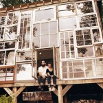 casa de lemn din ferestre reciclate sua