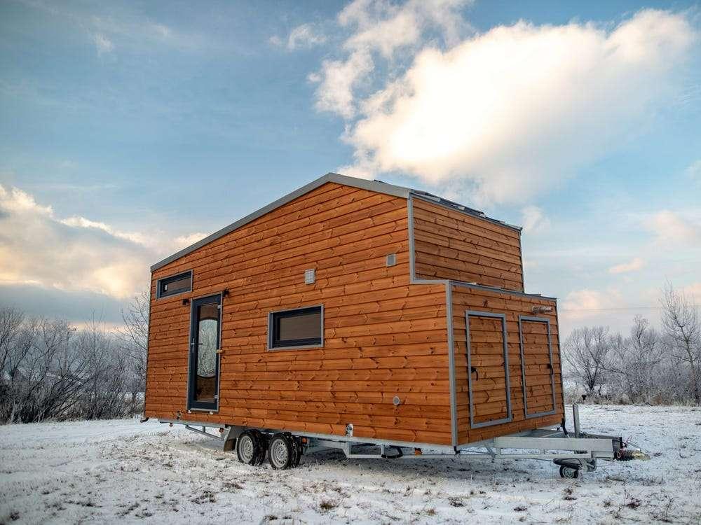 casa-mobila-mica-exterior-lambriu-lemn