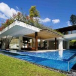 casa moderna inconjurata de sant cu apa