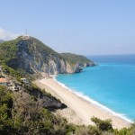 case pe plaja Milos cu vedere la mare Lefkada Grecia