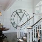 ceas vintage metalic decor perete hol