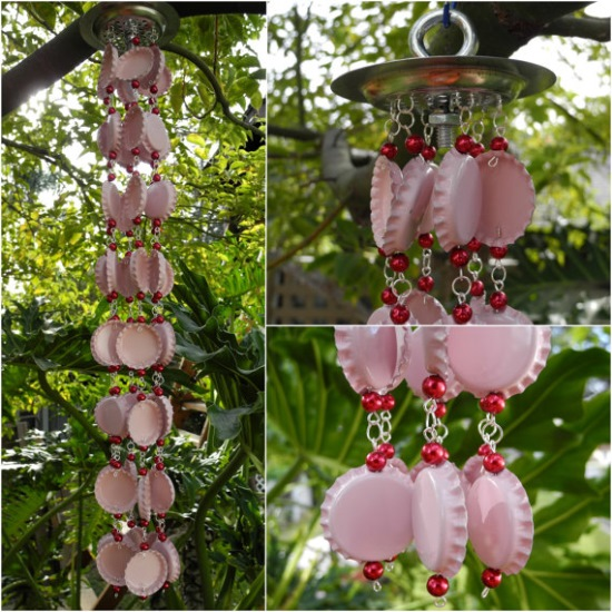 clopotei de vant care alunga energiile negative din capace metalice vopsite in roz