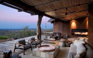 colt de relaxare in fata seminului terasa acoperita cabana de lux africa de sud