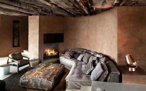 colt relaxare living cu semineu cabana de lux rezervatie privata africa de sud