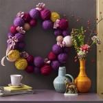 coronita decorativa pentru craciun din gheme de lana pentru impletit