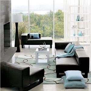 covor bleu imprimeu geometric argintiu asortat cu pernute decorative living modern