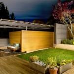 curte amenajata stil minimalist cu lemn si pavele