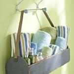 cutie lemn suport prosoape si accesorii baie