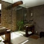 decor baie moderna rustica finisaje piatra naturala lemn masiv