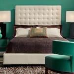 decor dormitor verde smarald alb si maro
