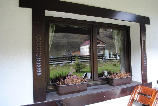 decor exterior lemn fereastra