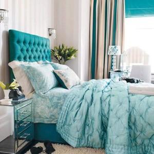 decor inspiratie maritima dormitor amenajat in alb bleu si turcoaz