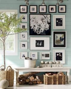 decor perete hol poze familie inramate