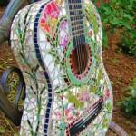 decoratiune gradina din chitara placata cu mozaic ceramic colorat