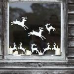 decoratiuni fereastra din hartie in forma de cerbi pentru craciun