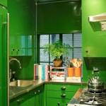 design bucatarie foarte mica cu mobila verde pe 3 laturi