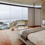 design dormitor modern cu accente rustice cu semineu pe colt